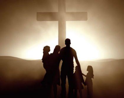 Ewangelia Łukasza i królowanie z krzyża